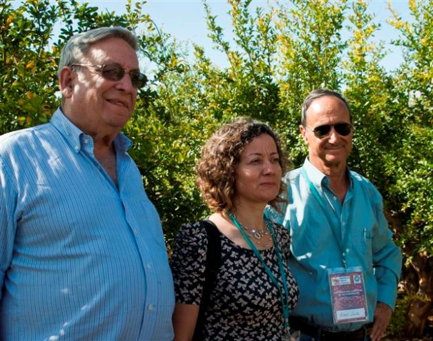Dr. Sadiye Gozlekci of Akdeniz University, Antalya, Turkey, with Dr. D. Rymon and Mr. A. Levin of Pomeg-Tech